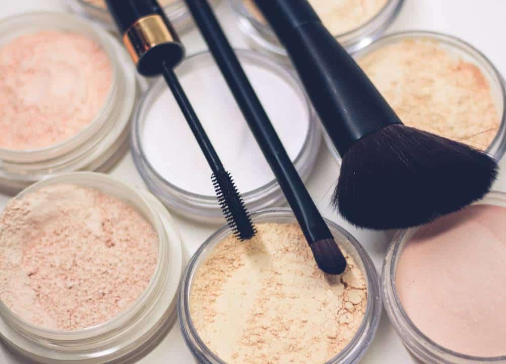 Make brushes sitting on powdered foundation