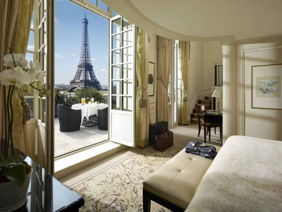 A hotel room with a view of the Eiffel Tower