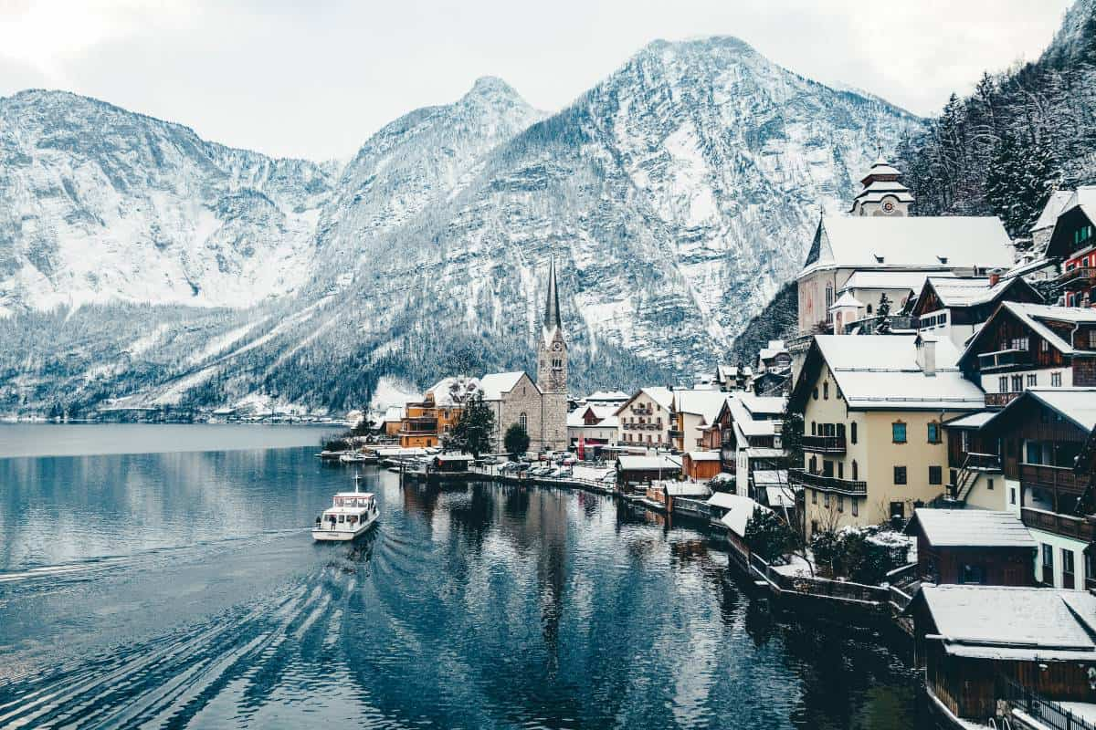 A view of a boat pulling into Hallstatt in Austria