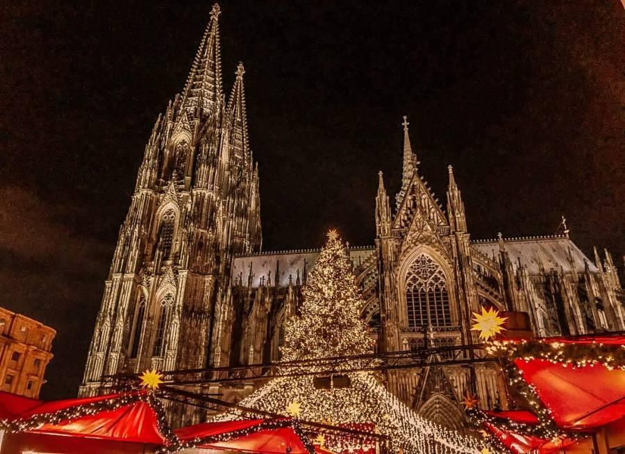 The red rooves of Christmas markets in front of the Cologne Cathedral