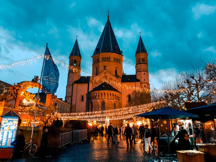 Mainz Christmas Markets in front an old church